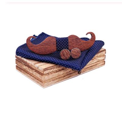 Dřevěné manžetové knoflíčky s motýlkem knírek