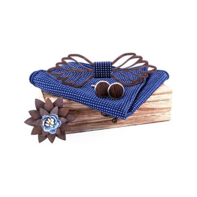 Dřevěné manžetové knoflíčky s motýlkem Vienna