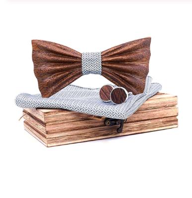 Dřevěné manžetové knoflíčky s motýlkem Finlandium