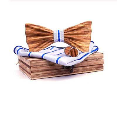 Dřevěné manžetové knoflíčky s motýlkem Petrohrad