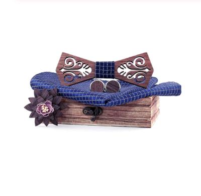Dřevěné manžetové knoflíčky s motýlkem Helsinky